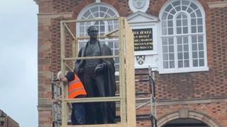 Sir Robert Peel statue