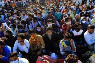 Coronavírus: quarentena de 1,3 bilhão de pessoas na Índia se torna crise humanitária