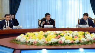 Президент Сооронбай Жээнбеков төрагалык кылган Коопсуздук кеңешинин жыйыны сот, укук коргоо жана көзөмөл органдарындагы коррупцияга каршы күрөшүү багытында өттү