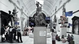 Visualisation of '4017 Enacted - A Guided Tour Through The V&A'