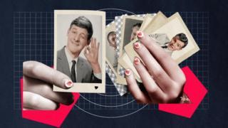 Sepasang tangan yang memegang foto-foto pria seperti kartu remi.