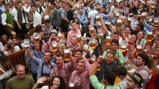 crowds drink beer