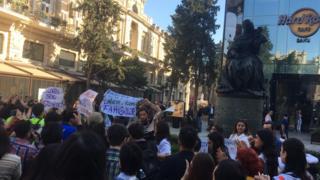 Акция протеста возле памятника