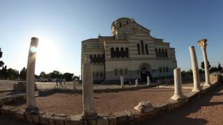 Херсонес. Храм Святого Владимира на фоне античных колонн