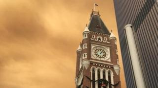 Cielos anaranjados en el centro de Perth.