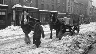Cart horses provided better traction than motorised vehicles when snow hit Welshpool in 1940