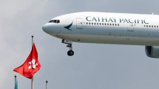 一架国泰波音777-300ER客机准备降落香港机场(14/8/2019)