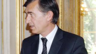 Philippe Douste Blazy gives a press conference in Paris in 2006