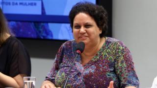 Lola Aronovich hablando en el Congreso brasileño en agosto de 2018.