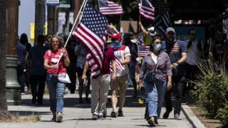 Protesto em Los Angeles contra medidas de quarentena