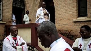 """Un prêtre catholique aurait été """"enlevé"""" samedi matin à Kinshasa par des agents de la police"""