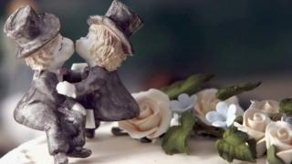 Same-sex statues on wedding cake
