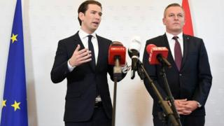Austrian Chancellor Sebastian Kurz (left) and Defence Minister Mario Kunasek at a press conference in Vienna. Photo: 9 November 2018