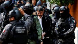 Dámaso López es llevado detenido