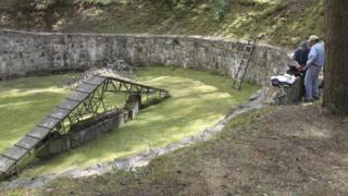 Estrutura de 34 metros foi redescoberta na Floresta de Ponary, na Lituânia.