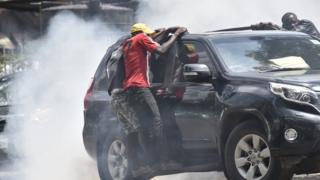 Magari yaliyokuwa yamewabeba viongozi wa upinzani Nairobi yalirushiwa vitoa machozi