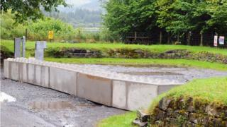 Lay-by blocked off at Llwyn Onn reservoir