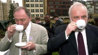 Frank Dobson (right) and Ken Livingstone (right) during 2000 London mayoral contest