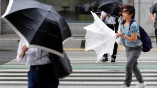 зонты бессильны