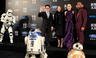 From left to right: JJ Abrams, Kathleen Kennedy, Daisy Ridley, and John Boyega at the premiere of the movie in Shanghai