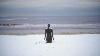 Beach for Liverpool wey snow cover