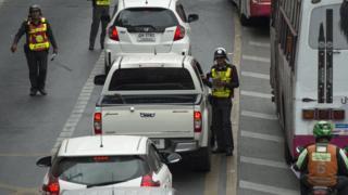 ภาพตำรวจจราจรบนท้องถนน