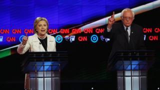 Abakandda Hillary Clinto (ibumoso) na Bernie Sanders (iburyo)