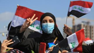 אישה עירקית משתתפת במחאה נגד השלטון בעיר קרבלה (31 באוקטובר 2019)