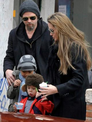 Брэд Пит, Анджелина Джоли с детьми