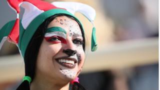 Một cổ động viên nữ người Iran trong trận đấu bảng D Việt Nam gặp Iran hôm 12/1