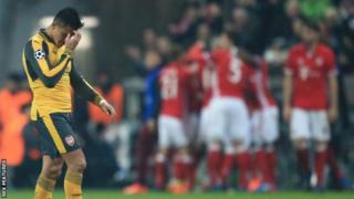 Mshambuliaji wa Arsenal Alexi Sanchez baada ya Arsenal kufungwa 5-1 na Bayern Munich