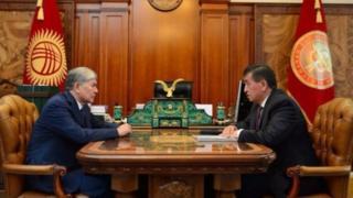 Алмазбек Атамбаев премьер-министр Сооронбай Жээнбековду алдыдагы президенттик шайлоо үчүн мыкты талапкер деп атаган