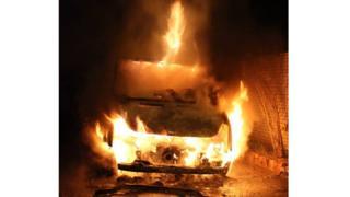 авто горить