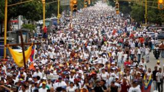 تظاهرات کنندگان مخالف نیکلاس مادورا در کارکاس امروز سفید پوشیدند