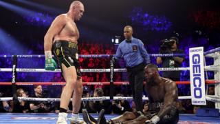 """Tyson Fury surnommé le """"Gypsy King"""" a envoyé au sol wilder à trois reprises"""