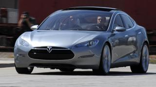 Илон маск за рулем Model S