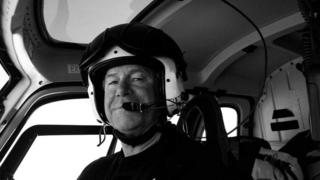 Canadian helicopter pilot David Wood has died after falling 20m (65ft) into an icy crevasse in Antarctica