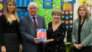 (l-r) Jayne Simonson, Dyffryn School library, Professor Hywel Francis, Professor Angela John and Katrina Burton, head of English at Dyffryn