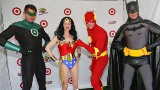 Actores disfrazados de superhéroes