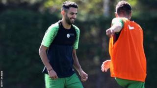 Riyad Mahrez akifanya zoezi kwa mara yake ya kwanza akiwa Mancity