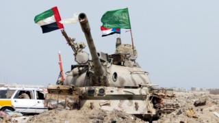 UAE and Saudi flags on a tank as UAE troops take part in operations against Houthi rebels in the southern port city of Yemen, 8 August 2015