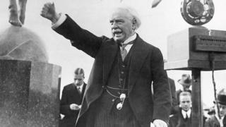 Lloyd George yn areithio