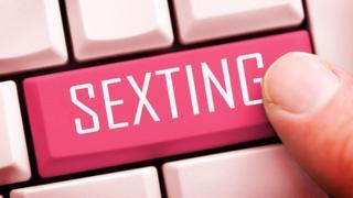 клавиатура со словом sexting