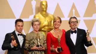 """فاز أولدمان بالجائزة عن دوره في فيلم """"داركست أوار"""" أو أسوأ ساعة، الذي جسد فيه شخصية رئيس الوزراء البريطاني ونستون تشرشل، أثناء الحرب العالمية الثانية."""