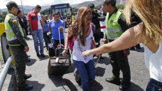 Colombians return to their home country after being deported by Venezuela