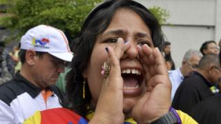 Mujer protesta en Venezuela.