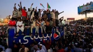 Abigaragambya muri Sudani basaba ko igisirikare gishyikiriza ubutegetsi abasivile