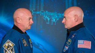 Scott y Mark Kelly frente a frente
