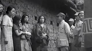 Five 'comfort women' talking to a Chinese officer