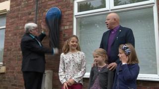 Neil Foster unveils the plaque
